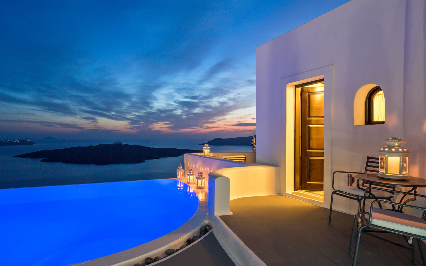 Luxury Accommodation Santorini Cosmopolitan Suites