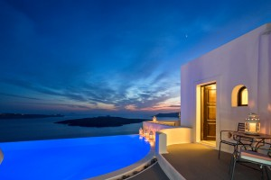 Exterior of Cosmo open plan suite in Fira, Santorini at Cosmopolitan Suites. Pool & sea view sunset.